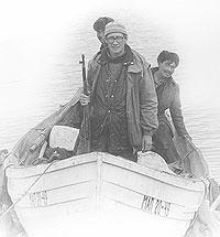 В вельботе с эскимосами-морзверобоями Охота на моржей в бухте Ткачен. Чукотка, Провиденский район, лето 1984.