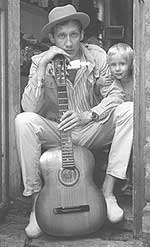 С сыном Андреем, в доме родителей. Черкассы, август 1985