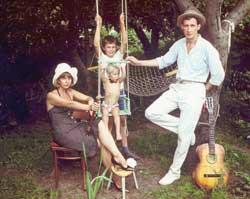 С женой и сыновьями, в доме родителей. Черкассы, август 1985